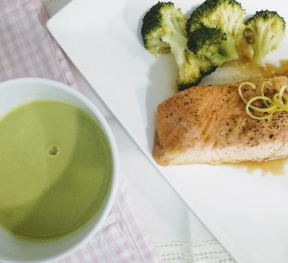 Un nuevo menú completo, en 30 minutos: Sopa de guisantes con jengibre y salmon al limón acompañado de brócoli
