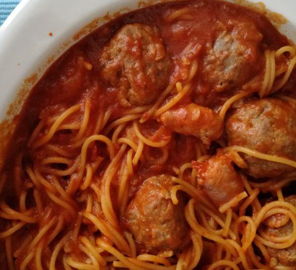 """""""El Padrino"""" nos deja estos Espaguetis con albóndigas y salchichas hechos en Thermomix®"""