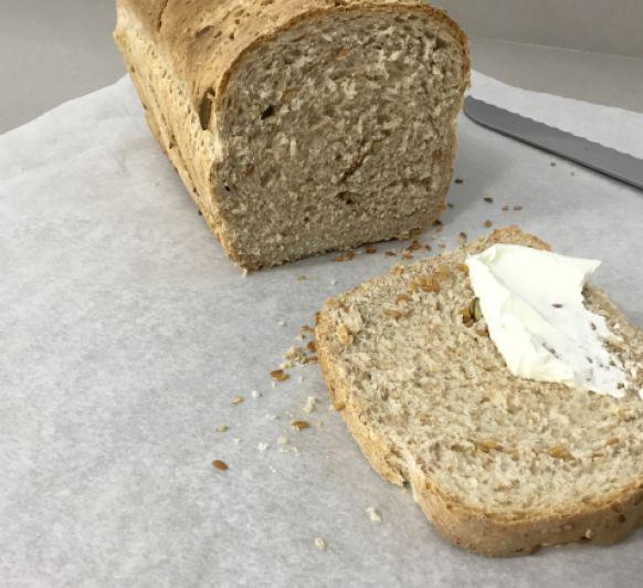 Pan de molde con kéfir harina integral y semillas hecho En Thermomix®