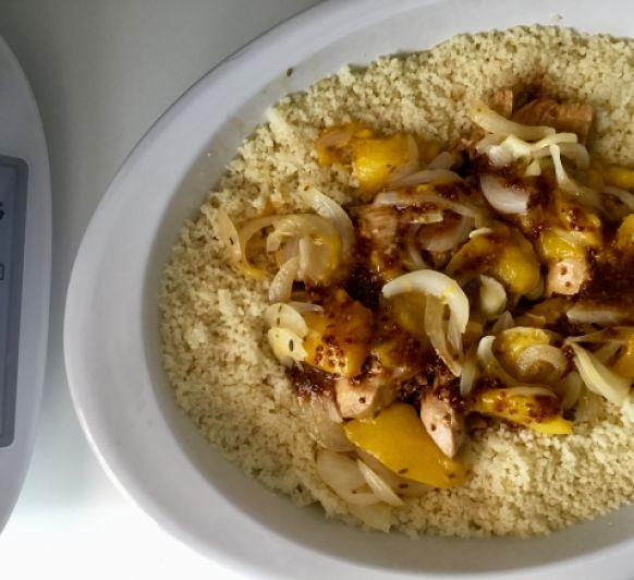 El cuscus de pollo marinado y mango es una deliciosa receta Thermomix®