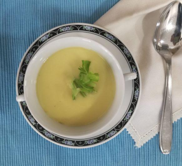 Vichyssoise de apio, crema hecha en Thermomix®