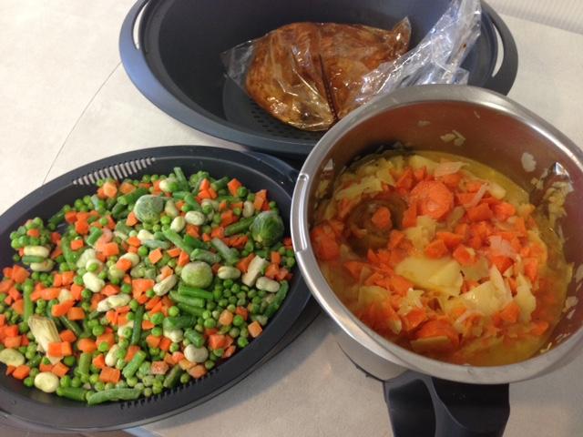 TODO EN UNO Menú Completo Ligero. Crema de verduras, menestra con huevos poché y pechuga de pollo en papillote con Thermomix®