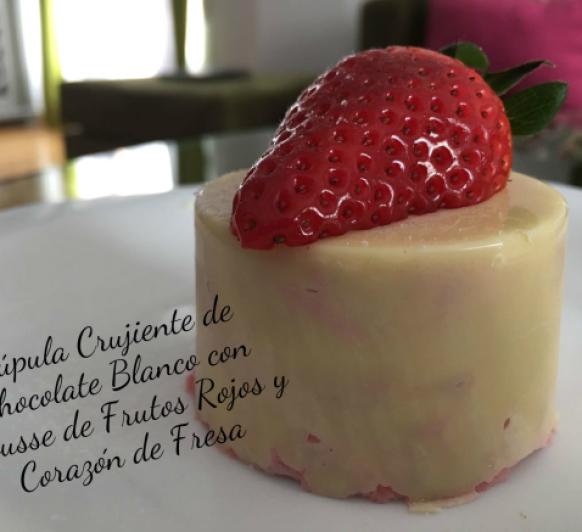 Cúpula Crujiente de Cholate Blanco con Mousse de Frutos Rojos y Corazón de Fresa. Cocina guiada con Thermomix® y Cook key