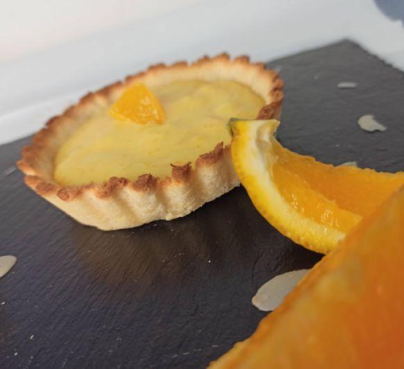 Tartaleta de almendra rellena de crema de naranja sin azúcar y sin gluten hecho en Thermomix®